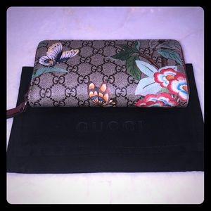 Gucci Tian GG Supreme Zip Wallet